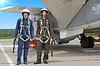 ID 3454599 | 两个军事飞行员在飞机附近头盔 | 高分辨率照片 | CLIPARTO