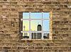 Blick auf Fenster mit Gitter