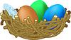 drei farbigen Eier liegen im Nest Ostern