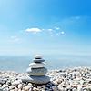 Stapel von Zen-Steine auf das Meer und Wolken Hintergrund | Stock Foto