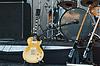 Музыкальные инструменты на сцене, | Фото