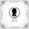 Grauer Hintergrund mit schwarzem Schattenbild der Dame