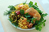 Makaron ze smażonym kurczakiem | Stock Foto