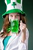 ID 3599389 | Junges Mädchen im St.-Patrick-Day-Feier-Konzept | Foto mit hoher Auflösung | CLIPARTO