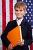 ID 3431209 | Schüler hält Buch bei USA-Flagge | Foto mit hoher Auflösung | CLIPARTO