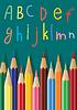 Vektor-Bleistifte und Buchstaben des Alphabets