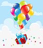 bunte Luftballons und Geschenk-Box im Himmel