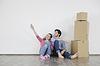 年轻夫妇搬家新家 | 免版税照片