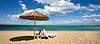 Zwei Stühlen und Sonnenschirm am Strand | Stock Foto