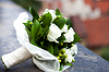 Brautstrauß liegt auf Beton | Stock Foto