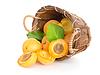 杏子在篮子里 | 免版税照片