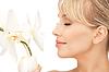 ID 3629368 | Piękna kobieta z kwiatu orchidei | Foto stockowe wysokiej rozdzielczości | KLIPARTO
