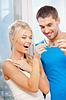 Glückliche Paar mit den Tasten | Stock Photo