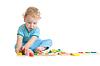 Skoncentrowany dziecka gry logiczne zabawki edukacyjne | Stock Foto