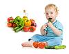 Dziecko jedzenia zdrowej żywności w pomieszczeniu | Stock Foto