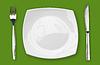 ID 3657389 | Quadratischen leeren Teller mit Messer und Gabel auf den grünen Tisch | Foto mit hoher Auflösung | CLIPARTO
