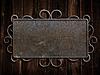 ID 3658313 | Vintage metalowa płyta na starym drzwi dębowe | Foto stockowe wysokiej rozdzielczości | KLIPARTO