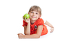 Школьница портрет есть зеленое яблоко | Фото