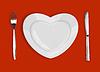 ID 3658379 | Płyta w kształcie serca, stół nóż i widelec na re | Foto stockowe wysokiej rozdzielczości | KLIPARTO