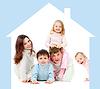 Glückliche Familie im eigenen Haus-Konzept | Stock Photo