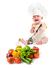 Zabawna Chłopiec przygotowanie zdrowej żywności | Stock Foto