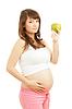 Kobieta w ciąży jedzenia zdrowej żywności | Stock Foto