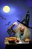 ID 3659599 | Mädchen als Hexe in der Nacht gekleidet die Magie | Foto mit hoher Auflösung | CLIPARTO