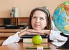 ID 3660021 | Schoolgirl `s portrait in der Schule Schreibtisch mit ihrem | Foto mit hoher Auflösung | CLIPARTO