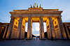 Brandenburg Gate (Brama Brandenburska) w Berlinie blisko | Stock Foto