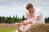 ID 3660326 | Ojciec i córka zabawy z samolotu zabawki trybie | Foto stockowe wysokiej rozdzielczości | KLIPARTO