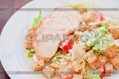 닭고기 카이사르 샐러드 | 높은 해상도 사진 |ID 4513042