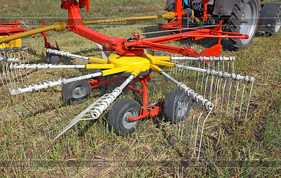 Landmaschinen für die Vorbereitung hay | Foto mit hoher Auflösung |ID 3454476