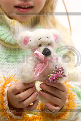 Плюшевый мишка в руках | Фото большого размера |ID 3483542