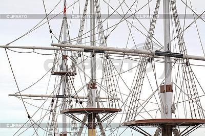 Maszty statku w pochmurne tle | Foto stockowe wysokiej rozdzielczości |ID 3441167