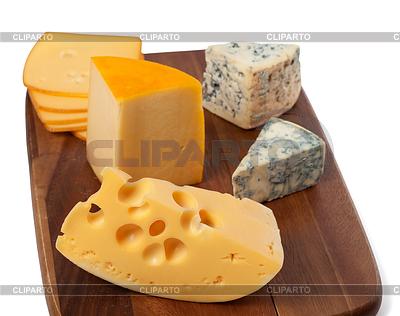 Różne rodzaje serów na desce | Foto stockowe wysokiej rozdzielczości |ID 3554138