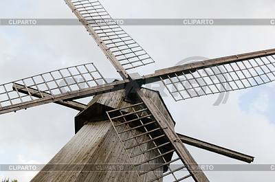 Ostrza starego drewnianego wiatraka | Foto stockowe wysokiej rozdzielczości |ID 3694777