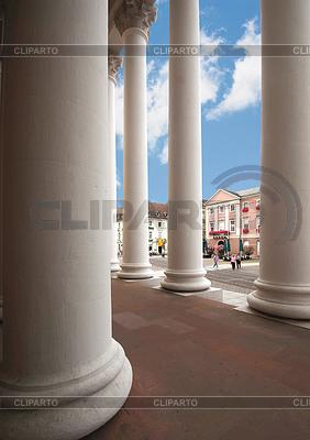 Griechische Säulen und Rathaus Karlsruhe | Foto mit hoher Auflösung |ID 3445903