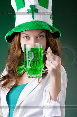 Junges Mädchen im St.-Patrick-Day-Feier-Konzept | Foto mit hoher Auflösung |ID 3599389