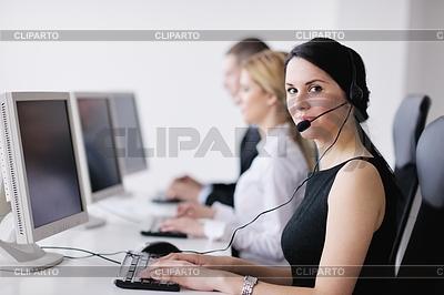 Grupa ludzi biznesu pracy w biurze obsługi klienta | Foto stockowe wysokiej rozdzielczości |ID 3399016