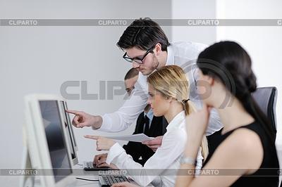Geschäftsleute Gruppe, die in Kunden-und | Foto mit hoher Auflösung |ID 3399028