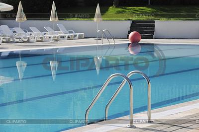 Freischwimmbad im Hotel | Foto mit hoher Auflösung |ID 3416618
