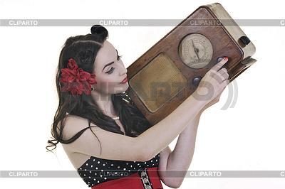 Hübsches Mädchen hören Musik im Radio | Foto mit hoher Auflösung |ID 3417669