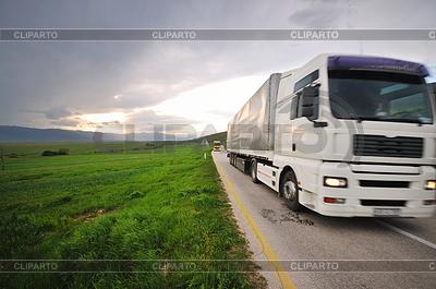 Грузовик на дороге | Фото большого размера |ID 3423963