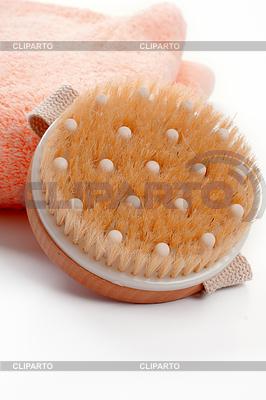 Massage Bürste und Handtuch | Foto mit hoher Auflösung |ID 3482659