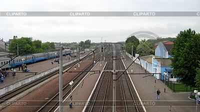 Blick auf Bahnhof und Zug | Foto mit hoher Auflösung |ID 3502419