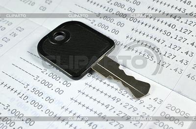 Key on account passbook | Foto stockowe wysokiej rozdzielczości |ID 3690436