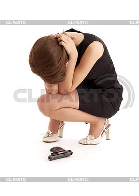 Плачущая девушка с пистолетом | Фото большого размера |ID 3605841