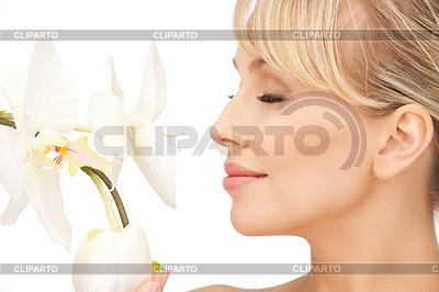 Piękna kobieta z kwiatu orchidei | Foto stockowe wysokiej rozdzielczości |ID 3629368