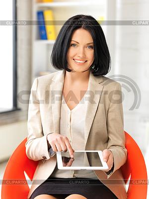 Glückliche Frau mit Tablet-Computer | Foto mit hoher Auflösung |ID 3643879