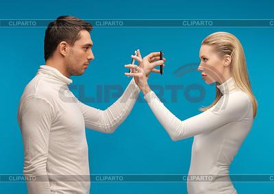 Mężczyzna i kobieta z nowoczesnych gadżetów | Foto stockowe wysokiej rozdzielczości |ID 3655658